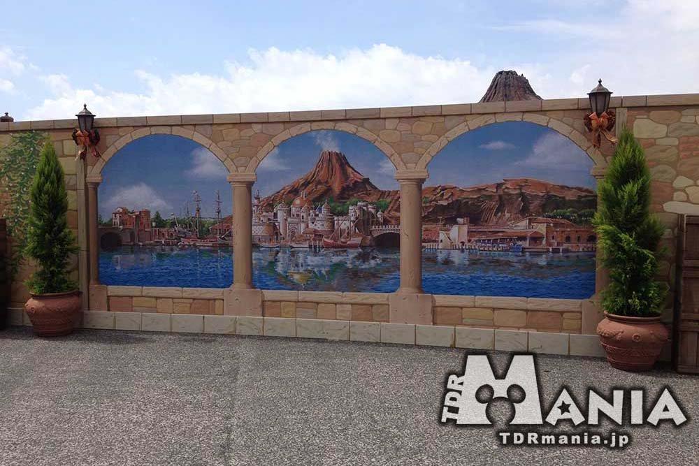 ミッキー広場の壁