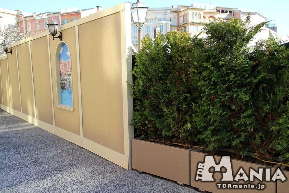 壁と植栽の分かれ目