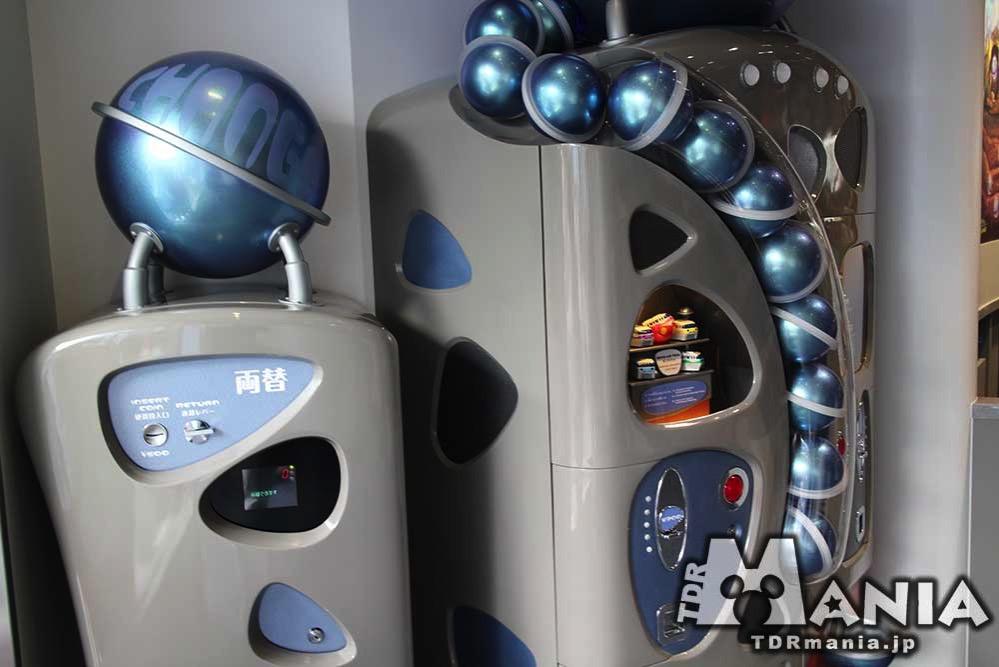 カプセルトイを扱う機械も宇宙がイメージ