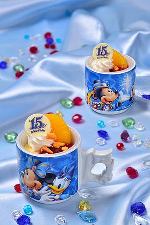 スーベニアカップ付きデザート (c)Disney