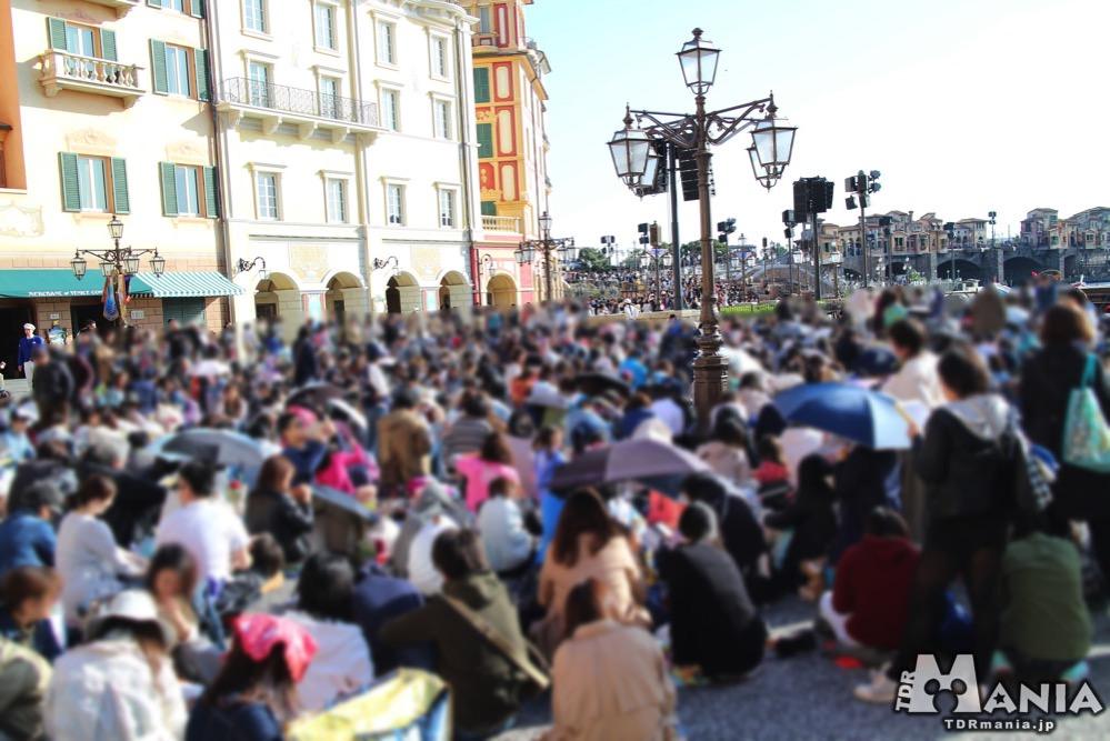 ミッキー広場の混雑状況