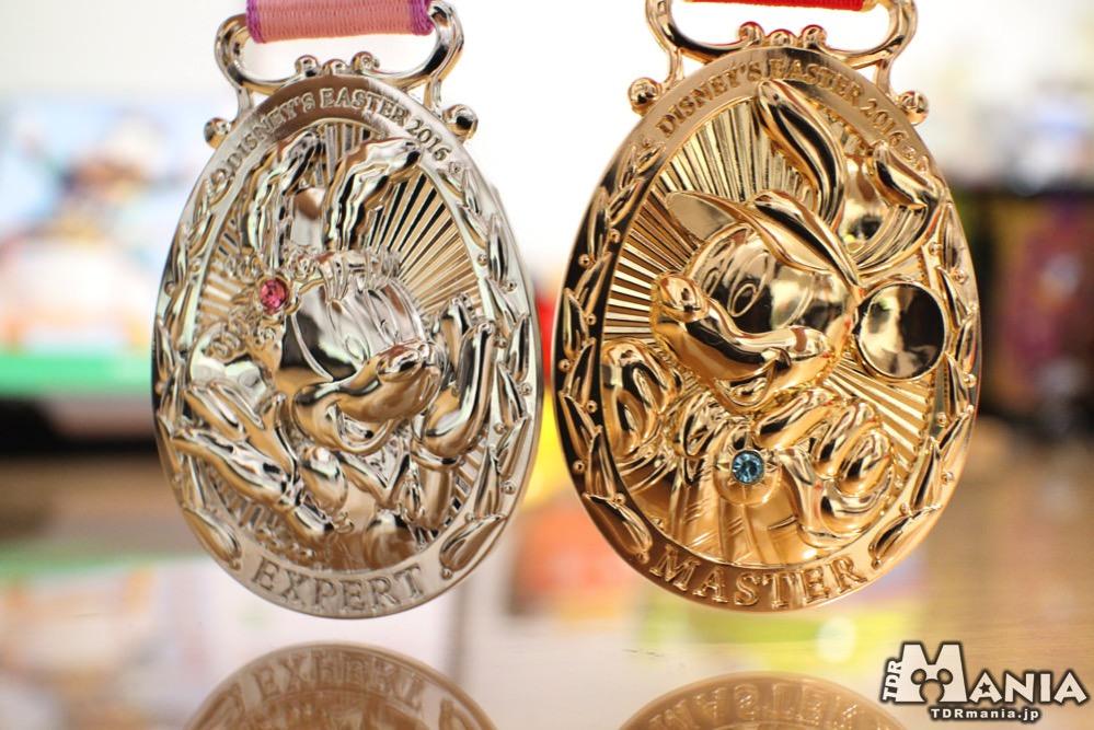 エキスパートメダル(左)とマスターメダル(右)