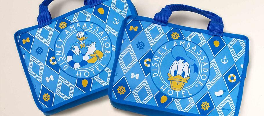 ドナルドダックルーム宿泊者限定オリジナルポーチ (c)Disney
