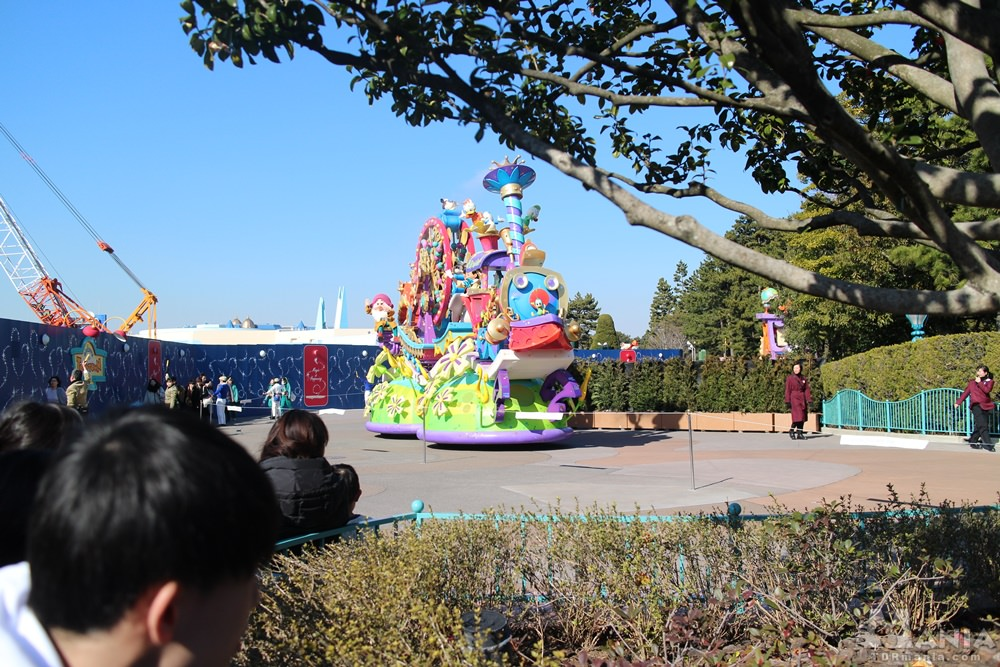 迂回するパレード