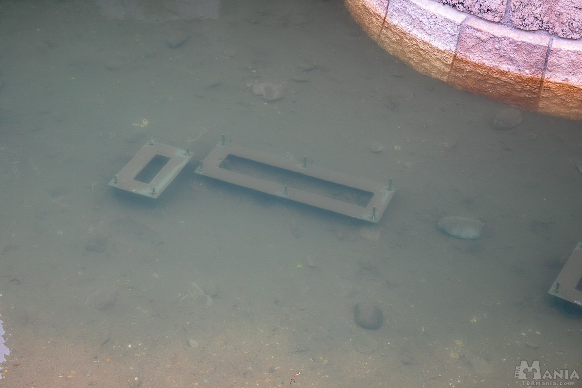 シンデレラ城脇 噴水装置